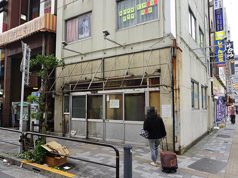 「アキバの老舗 かんだ食堂」と書かれたテント看板が撤去された(3/27撮影)