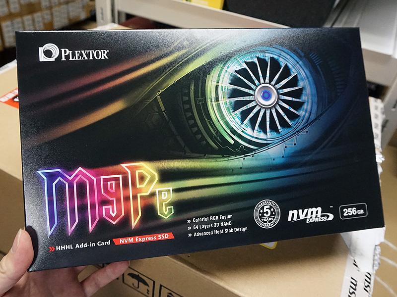 M9PeY 256GBの製品パッケージ