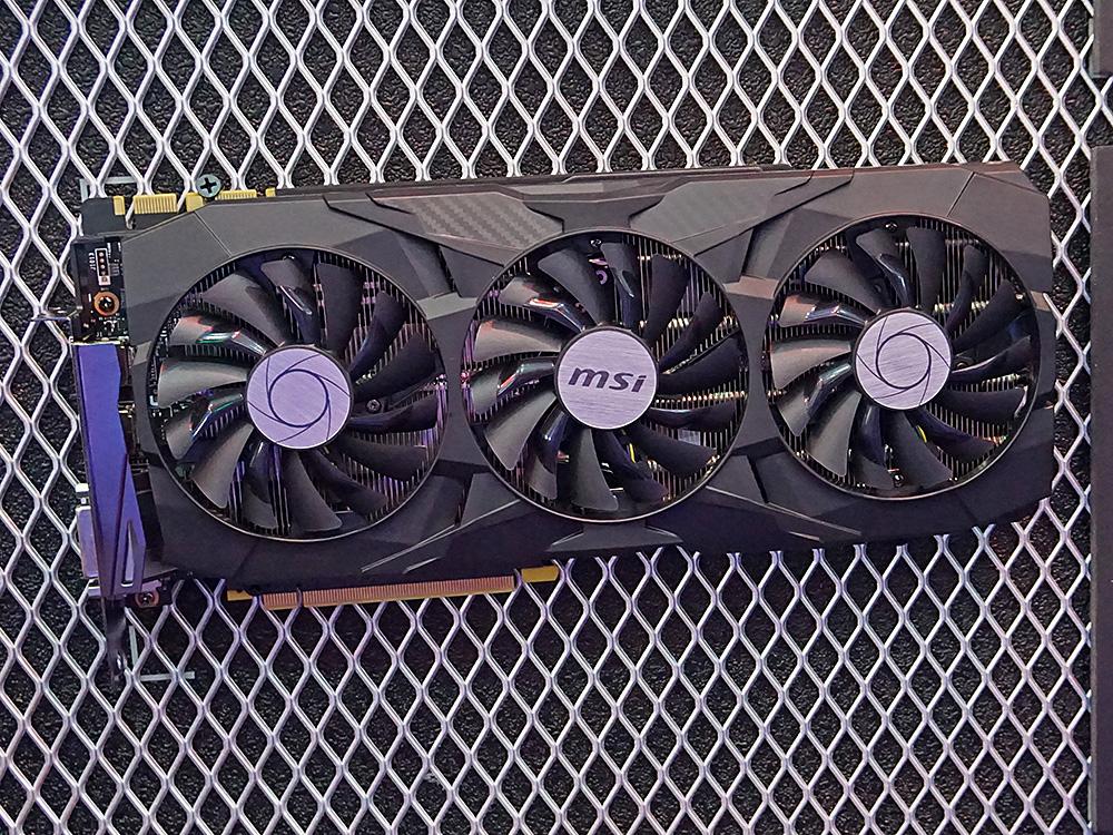 GeForce GTX 1080 Ti搭載の「GeForce GTX 1080 Ti DUKE 11G OC」。3連ファンタイプのクーラーを採用