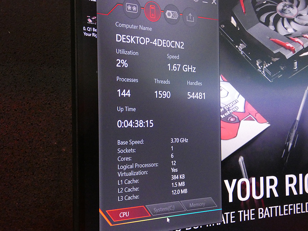DRAGON CENTERでは、CPU利用率やクロック周波数などをGPSのディスプレイに表示させることができる