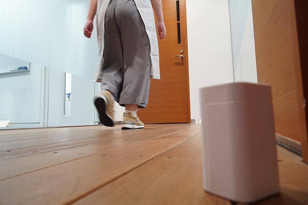 まずは廊下に設置してセンサー部がお母ちゃんを検知!