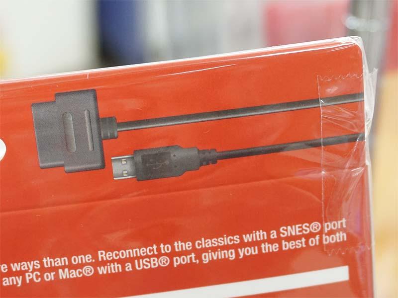 USB端子とスーパーファミコン向け端子の2つを備える