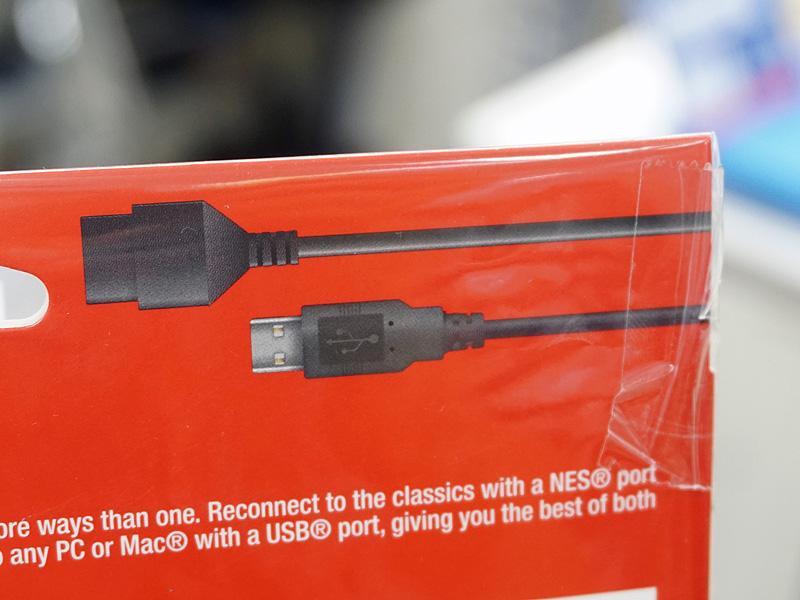 USB端子とAVファミコン/NES向け端子の2つを備える