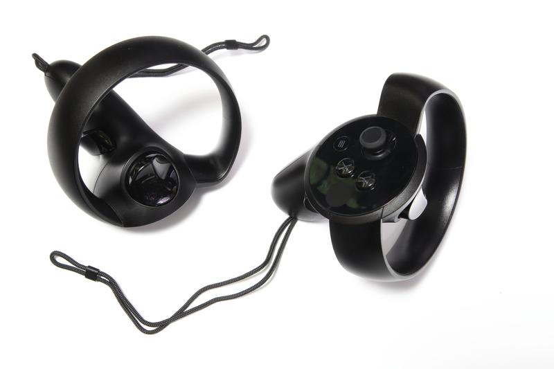モーションコントローラのOculus Touch。