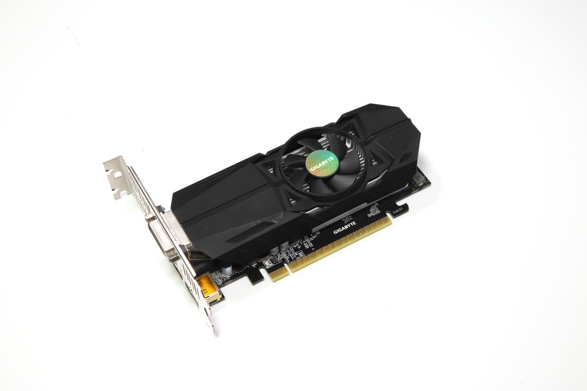 ミドルレンジGPUのGeForce GTX 1050を搭載した「GIGABYTE GV-N1050OC-2GL」。VRAM容量は2GB。