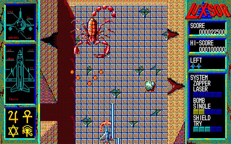 2Dステージの最後には、耐久力のある巨大なボスが出現して攻撃を仕掛けてきます。弱点部分に当てると低いダメージ音が、それ以外の部分では甲高い弾かれたような音がしますので、それを手掛かりに狙いましょう。ちなみに、自機の当たり判定は中央部分だけなので、これでもダメージは受けません