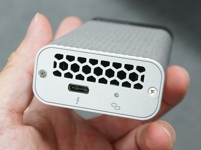 PC、NASとの接続はThunderbolt 3(USB Type-C)
