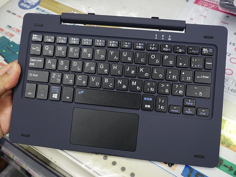 キーボードは変則レイアウトの日本語配列