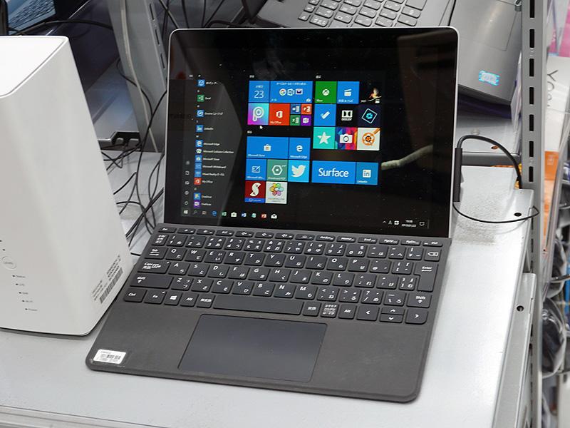 Surface Goの展示機