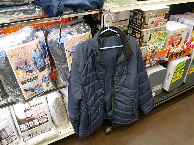 冬、あったかと言えばコレ! ヒータージャケット! スイッチ一つで背中と首が暖かくなる。USBモバイルバッテリで駆動。野外での作業、自転車通勤、バイク乗りに最適か