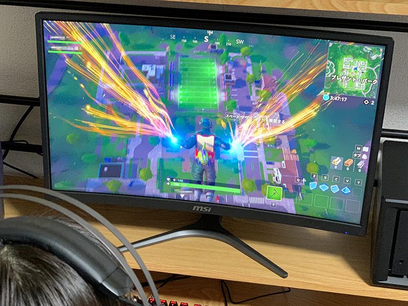 """MSIの湾曲ゲーミングディスプレイ「<a href=""""https://jp.msi.com/monitor/Optix-G24C.html"""">OPTIX G24C</a>」。144Hz表示に対応するほか、応答時間も1msと短い。ゲーム向けの画質調整機能なども搭載している。"""
