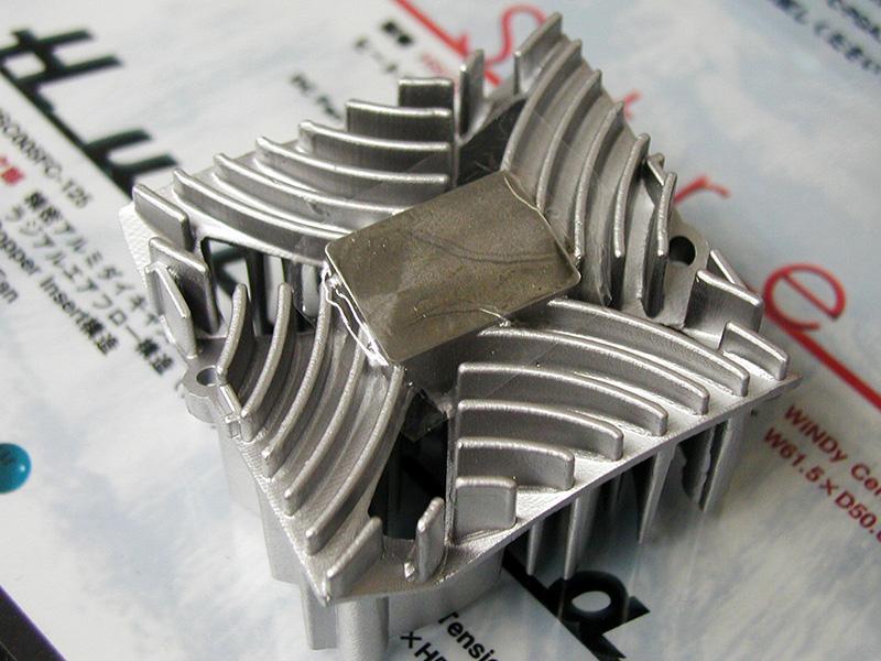 独特な形状のアルミ鋳造製国産CPUクーラー「Twister」シリーズ(撮影協力:CUSTOM)