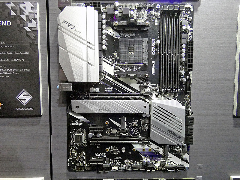 X570搭載ATXマザーボード「X570 Pro4」。エントリー向けマザーボードだが、PCIe 4.0 4対応のHyper M.2スロットを2基備えるなど、基本機能は充実している
