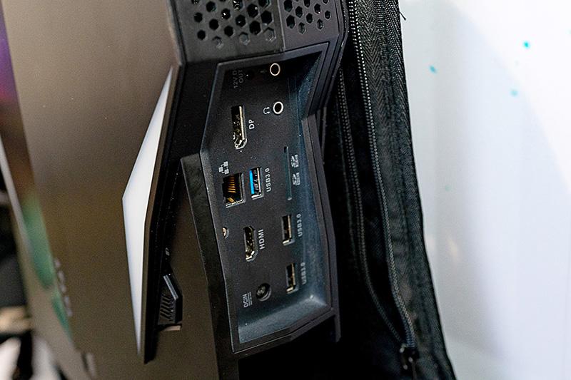 端子類。HDMI 2.0とDisplayPortを一基ずつ備える