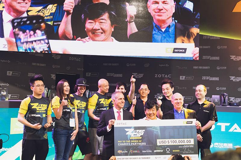 オープニングセレモニーの様子。ZOTACのCEOであるTony Wong氏に加えて、Intel、NVIDIAのVIPも駆けつけ、会場を盛り上げた