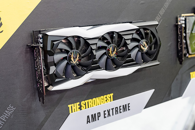 「ZOTAC GAMING GeForce RTX 2080 Ti AMP EXTREME」。業界最高クラスのOC仕様とアドレッサブルRGB LEDの美しい演出で所有欲を刺激する「THE STRONGEST」