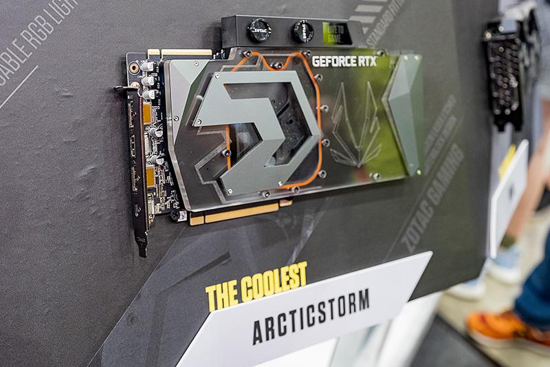 「ZOTAC GAMING GeForce RTX 2080 Ti ARCTICSTORM」は水冷システムに組み込んで、強烈に冷やすことができる「THE COOLEST」
