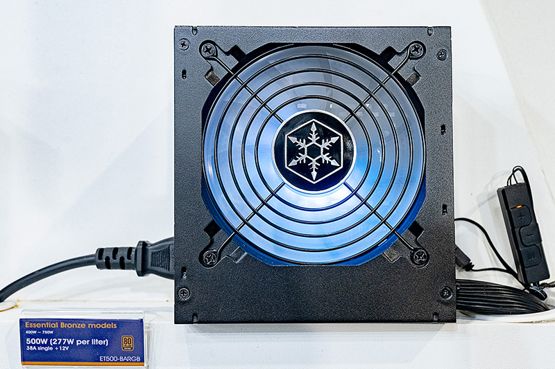 EssentialのRGB LEDを使った80PLUS Bronzeモデル