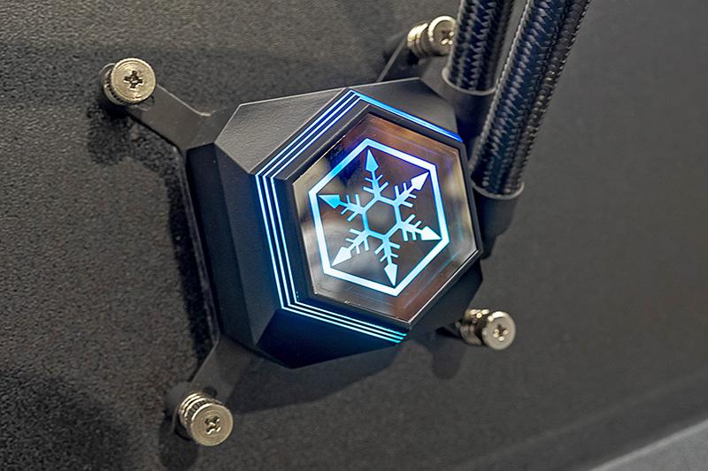 内蔵モーターを4極から6極に変更したことで、静音動作とパフォーマンスの向上を目指している