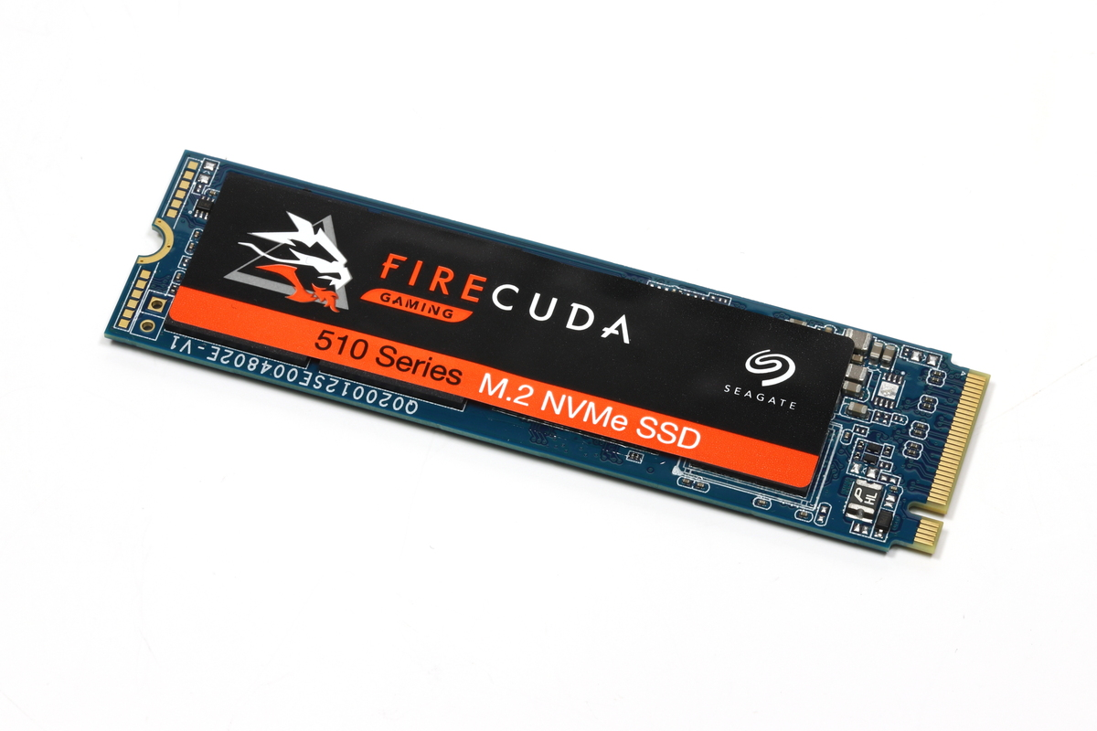 ゲーマー向けの「FireCuda」。3GB/secを超えるリード&ライト性能を誇るM.2タイプの高性能NVMe SSD。