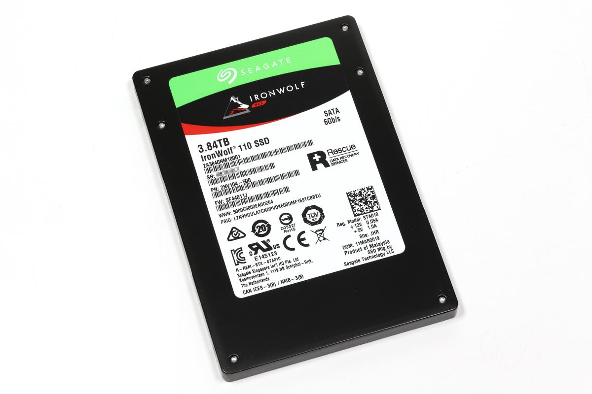 NAS向けの「IronWolf」。高い信頼性と耐久性を特徴とする2.5インチ型SATA SSD。