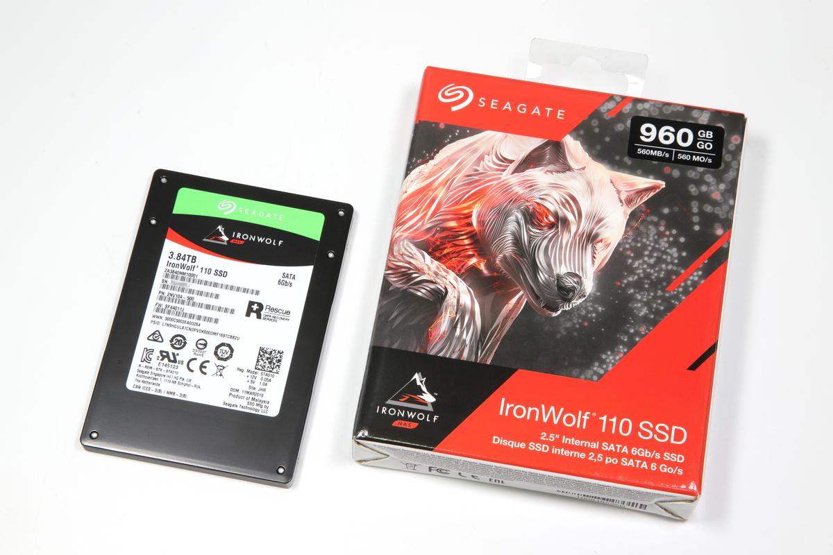 Seagate  IronWolf 110 SSDシリーズ。
