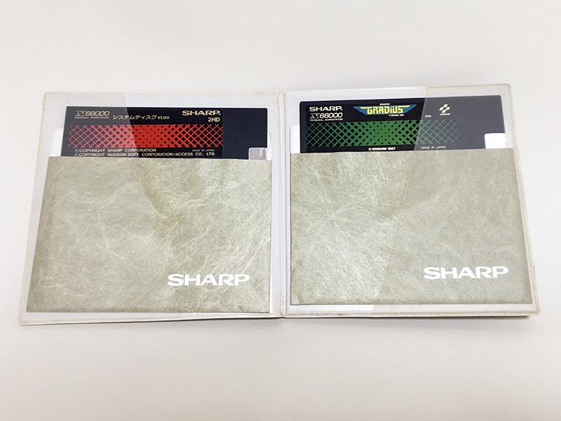 パッケージの中には、他のシステムディスクも入っています。その中でも、一際目立つ『グラディウス』のロゴが眩しいです。