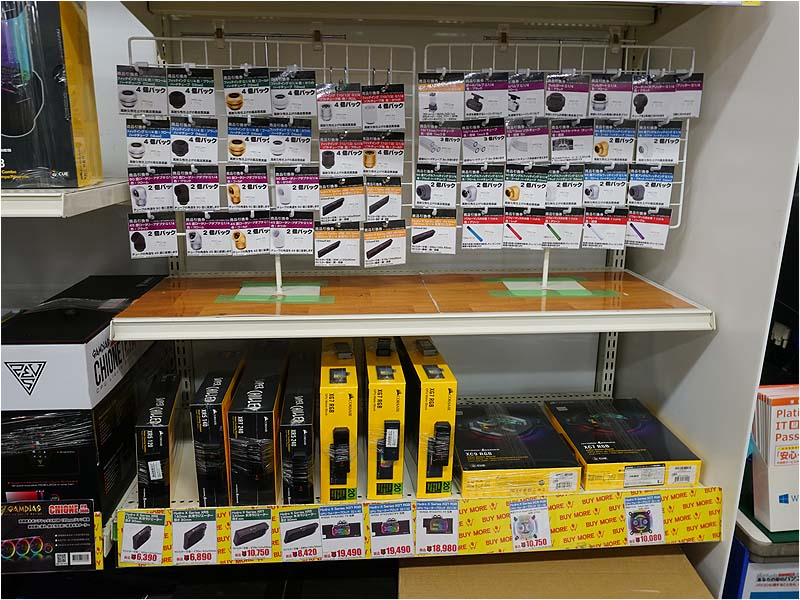 """<a href=""""/shop/at/buymore.html"""" class=""""deliver_inner_content"""">パソコン工房 秋葉原BUYMORE店</a>の販売コーナーの様子"""
