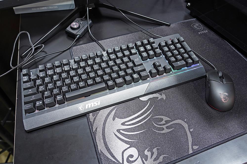 実売で約6千円の入門者向けのゲーミングキーボード/マウスセットの「Vigor GK30 COMBO」。