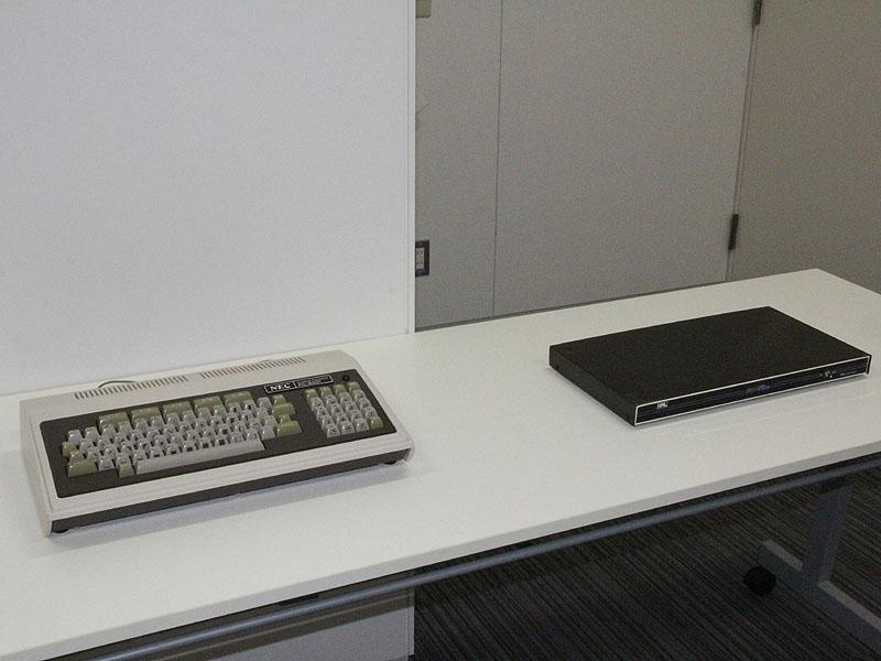 会場には、実機のPC-8001とPCG-8100も用意