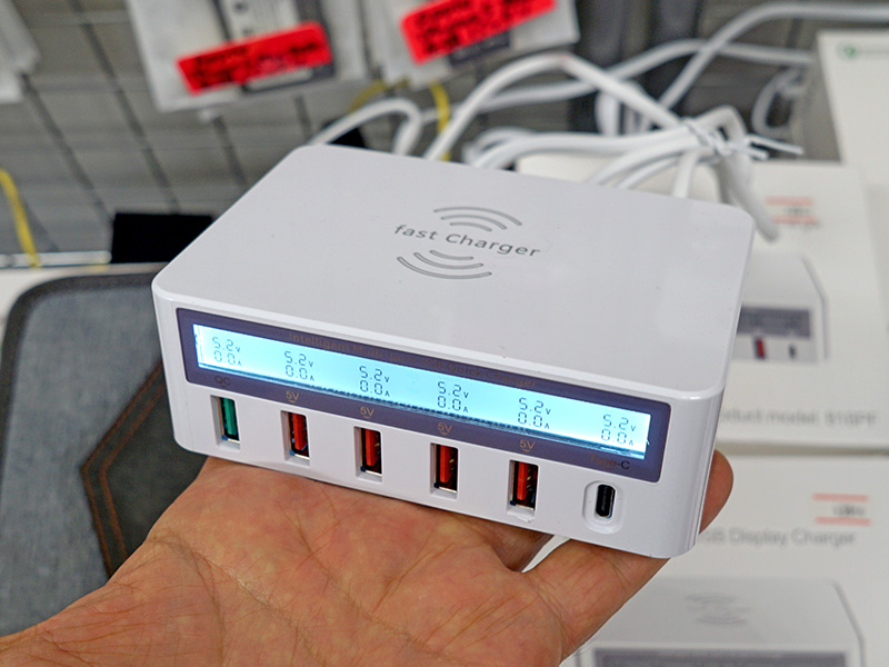 10W Qi充電+Type-C+LCDディスプレイ画面付きQC3.0&4USBポート充電器