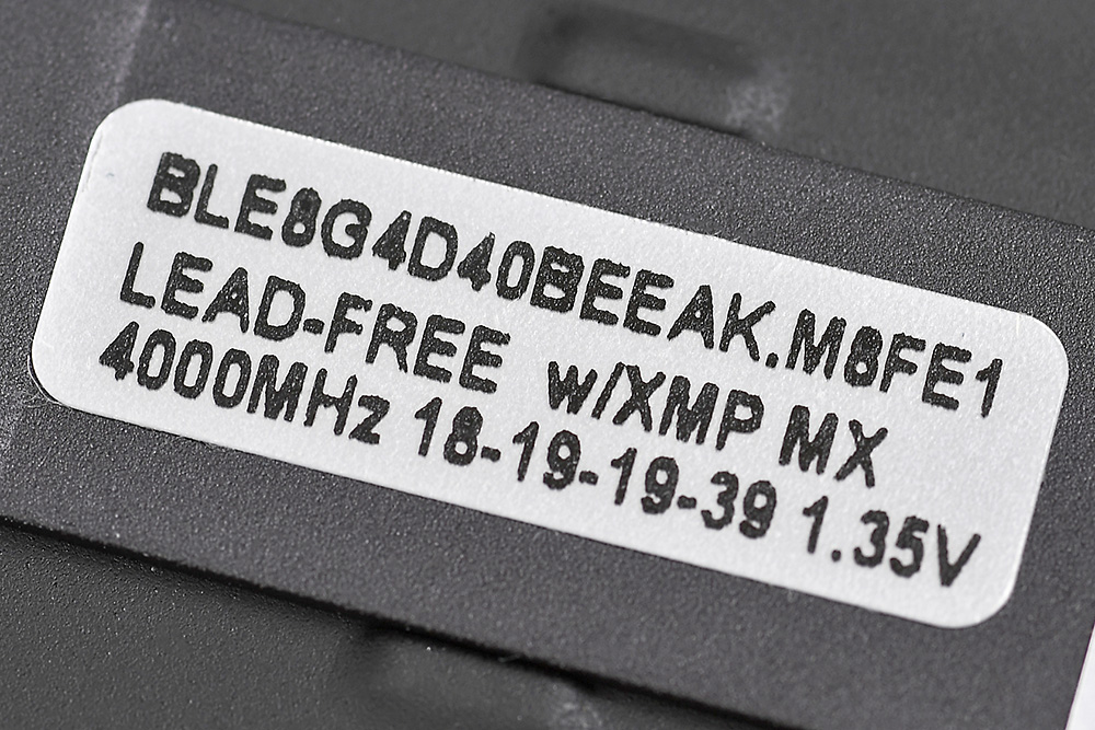 オーバークロックメモリにはオーバークロック時の動作設定がラベルに記載されている。