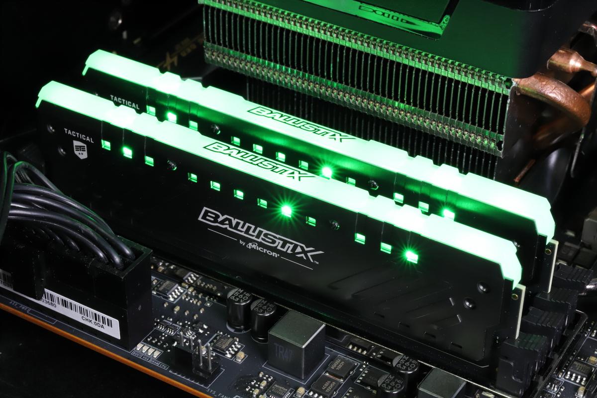 CrucialのRGB LED搭載メモリ「Ballistix Tactical Tracer RGB」。