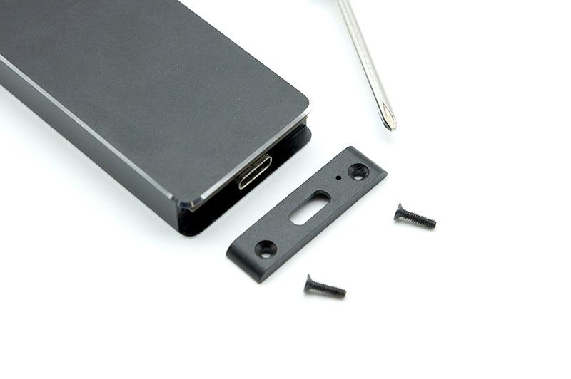 2-1.外付けケースのType-Cコネクタ側のネジを外し、基板を引き抜く