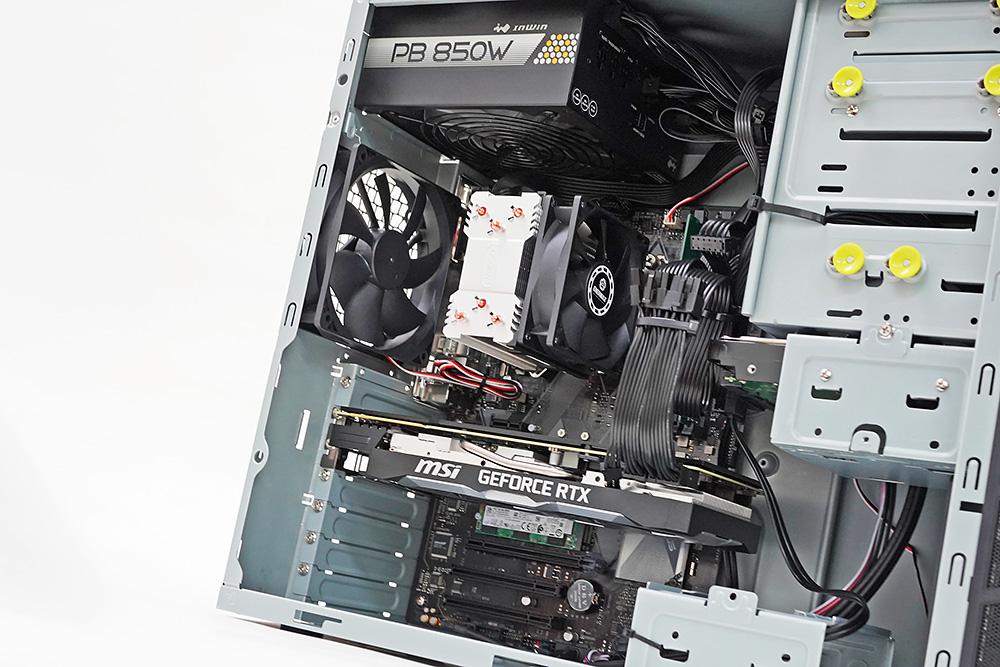 内部はケーブルなどもきれいにまとめられており、CPUクーラーやGPUクーラーが吸気しやすいようレイアウトされている。