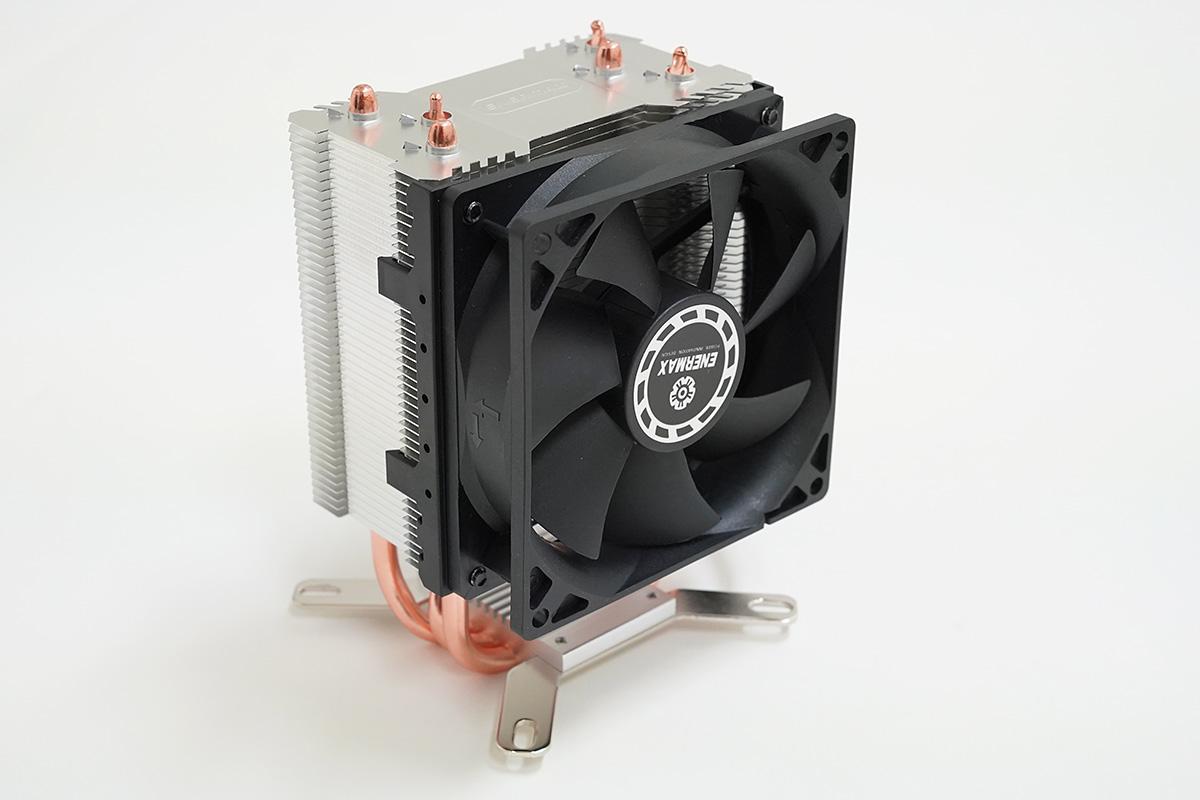 9cmファン搭載のNERMAX ETS-N30R-HE。FRONTIERのPCはエアフローが良いモデルが多いので、サイドフロー型クーラーとも相性が良い。