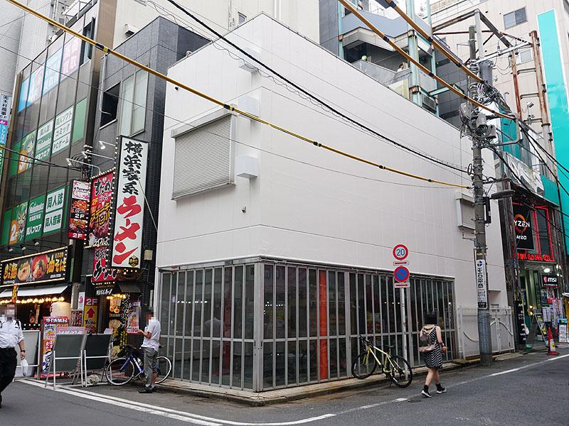 "<a href=""https://akiba-pc.watch.impress.co.jp/docs/wakiba/find/1256525.html"" class=""deliver_inner_content i"">5月末に閉店</a>したツクモVR.があった場所"