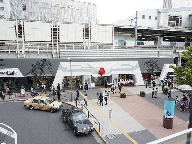 """7月31日にリニューアルオープンした「<a href=""""https://game.watch.impress.co.jp/docs/news/1268413.html"""" class=""""deliver_inner_content i"""">GUNDAM Café TOKYO BRAND CORE</a>」"""