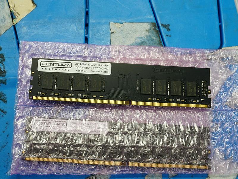 写真のモデルは16GB×2枚組の「CE16GX2-D4U3200/XMP36」