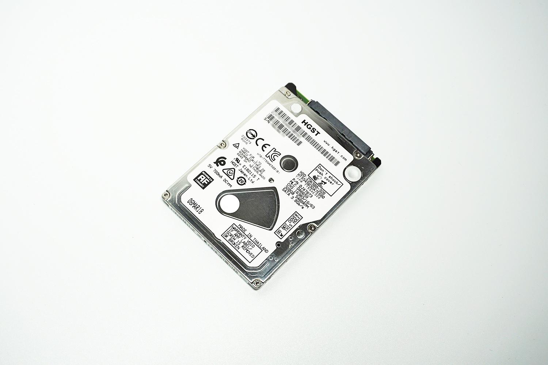 換装前の320GB HDD「HGST HTS545032A7E680」。