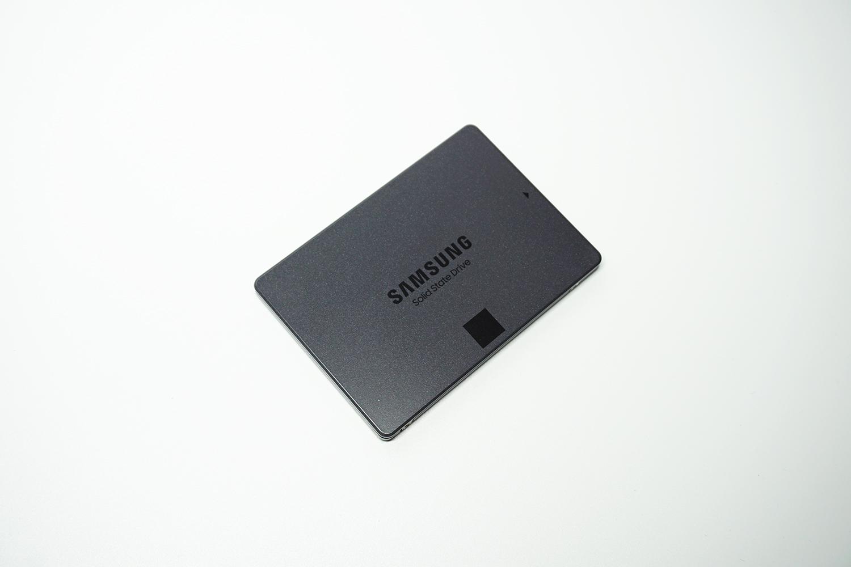 Samsung SSD 870 QVO 1TB(MZ-77Q1T0B/IT)。