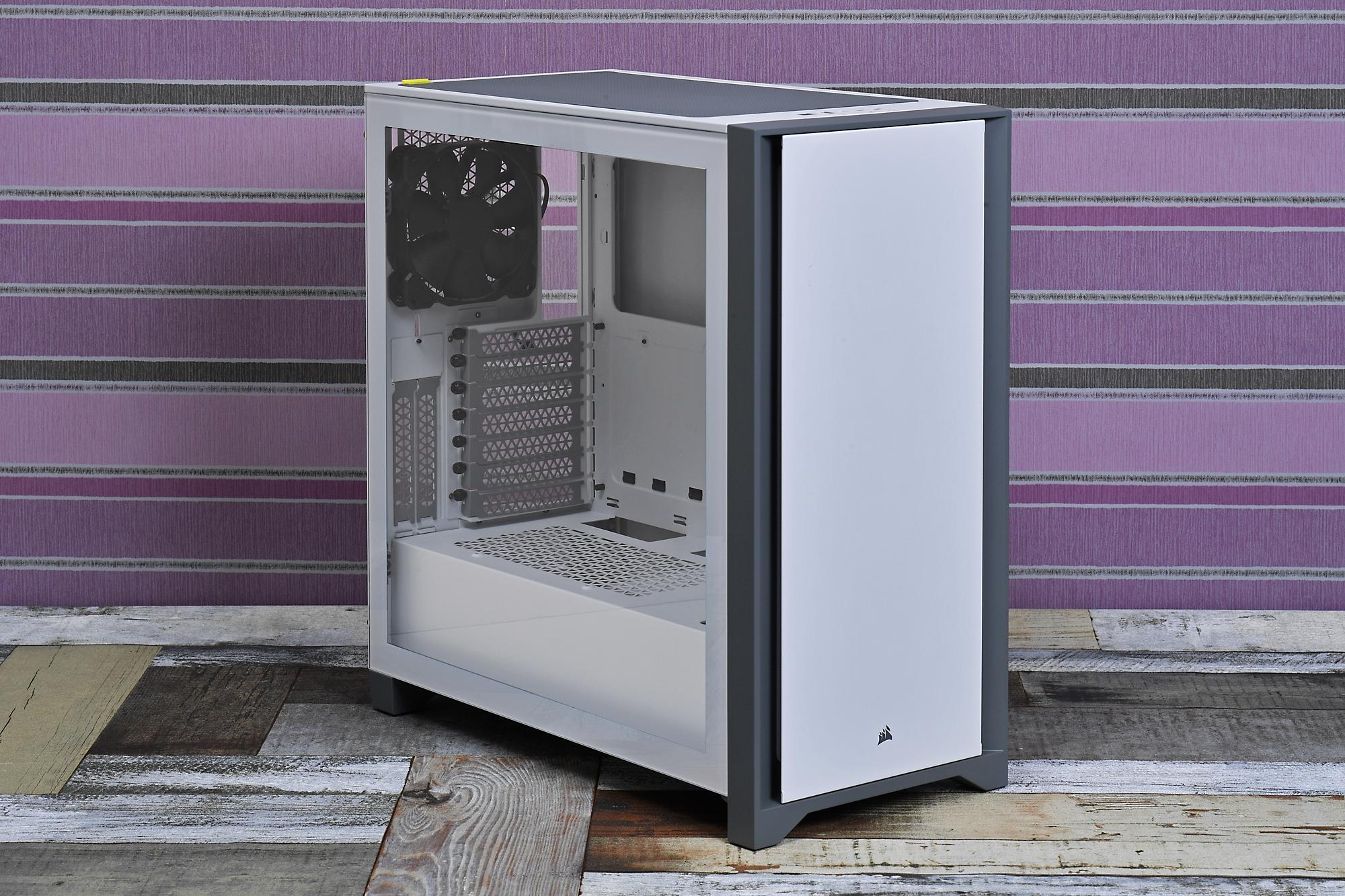 シリーズの中核となるスタンダードモデル「4000D Tempered Glass」。実売価格は税込12,000円前後で、カラーはブラックとホワイトの2色。