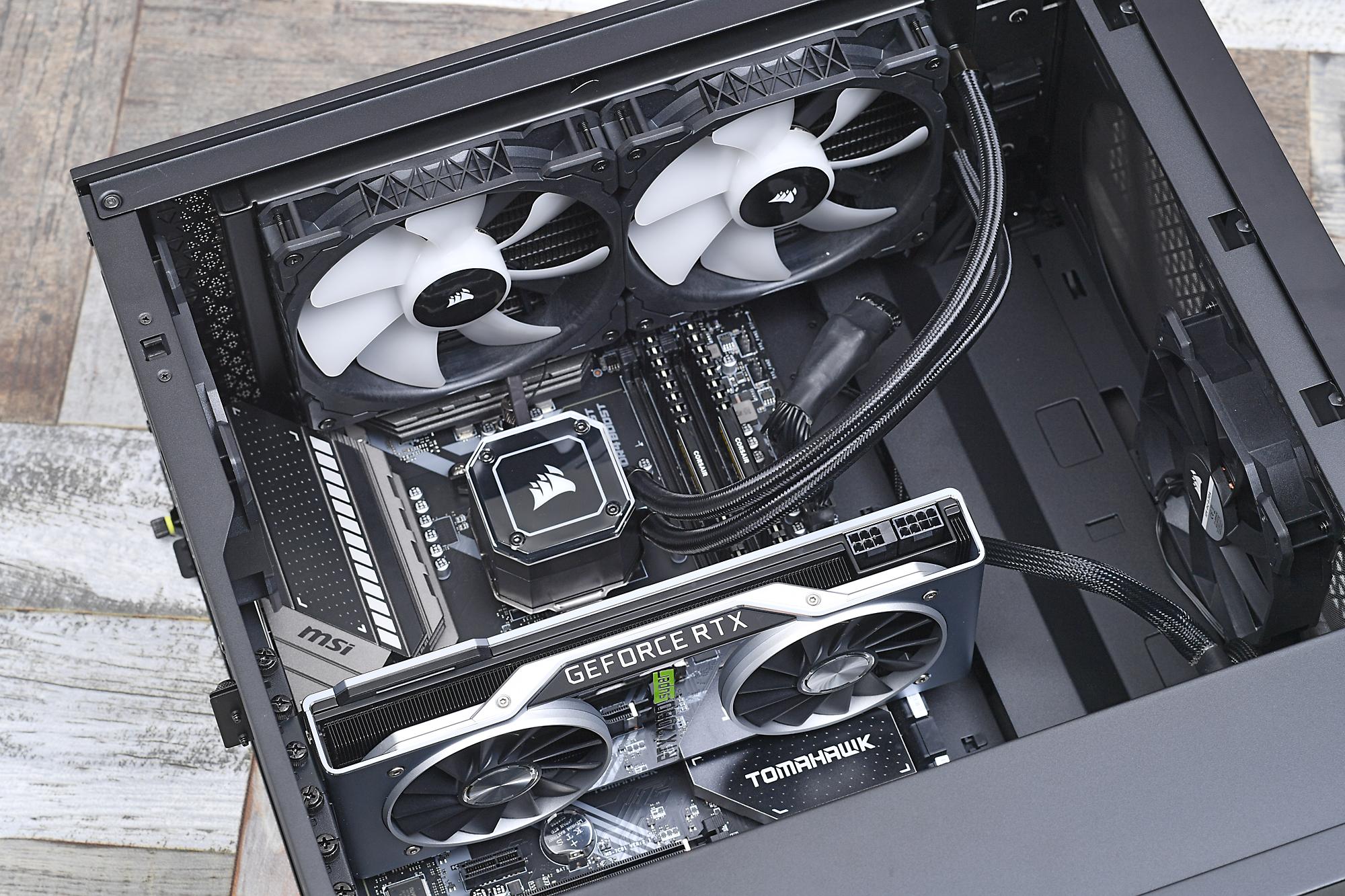 ケーブルなども裏面側にまとめやすいので、ハイエンド構成のPCも組みやすい。