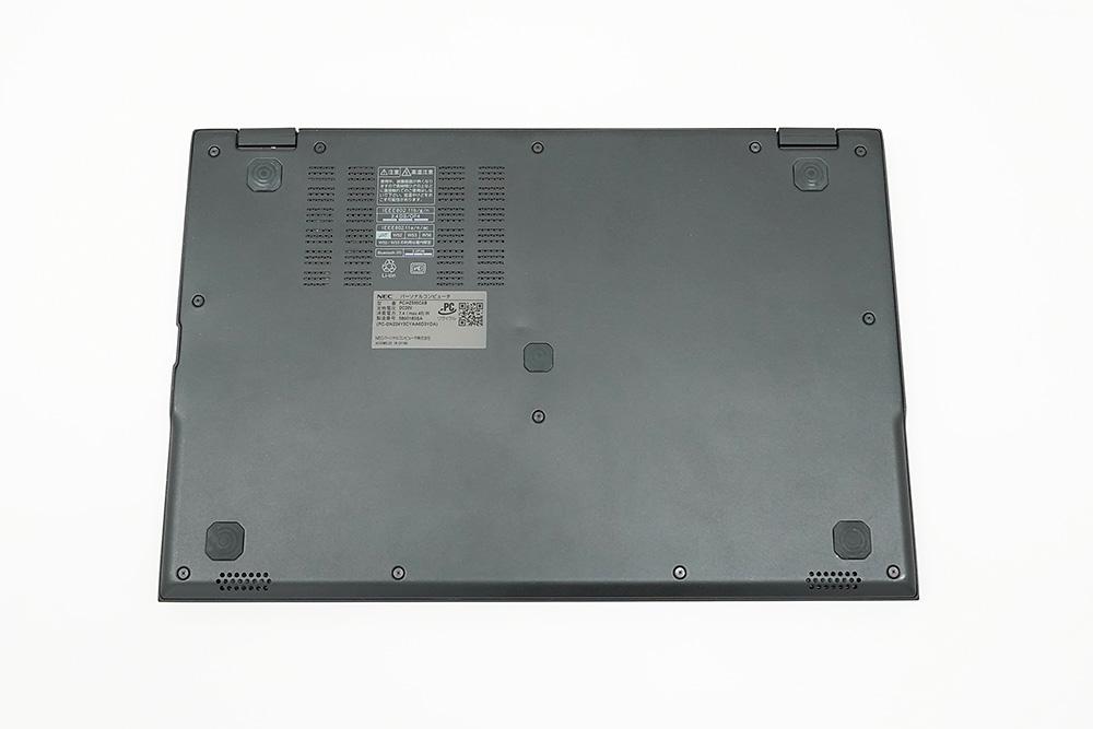 ●1 NEC LAVIE Hybrid ZERO HZ550/Cの背面パネル側、隠れたネジ穴は無い。