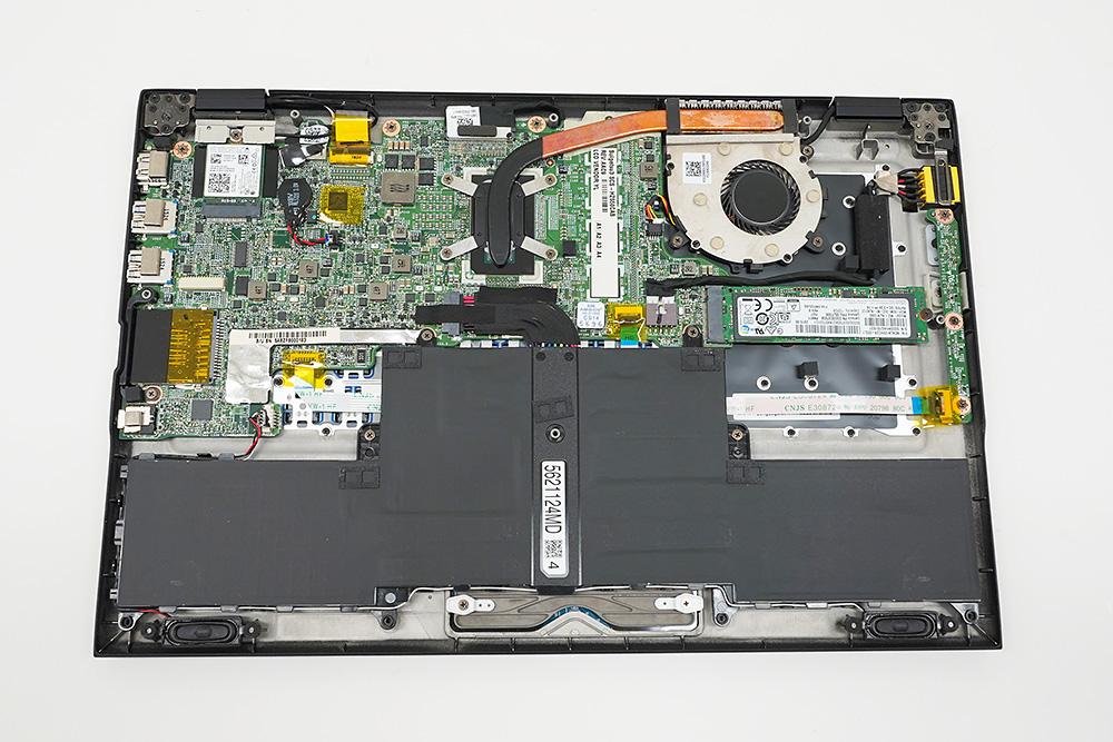 ●5 NEC LAVIE Hybrid ZERO HZ550/Cの内部、SSDへのアクセスも容易。