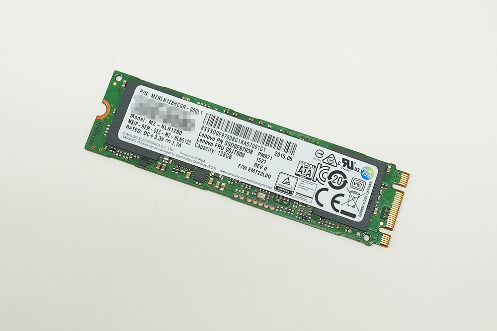 換装前の128GB SSD「Samsung MZNLN128HCGR-000L1」。