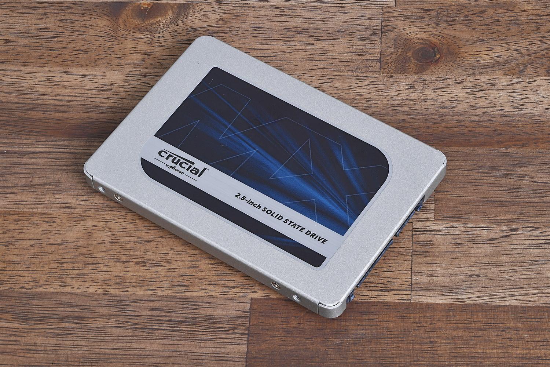 M.2スロットには空きがない、ということならSerial ATAを選ぶことになる。エントリークラスのNVMe SSDとの価格差は小さくなったとはいえ、さらに大容量な2TB同士で比べるとBX500はP2よりも3,000円ほど低価格