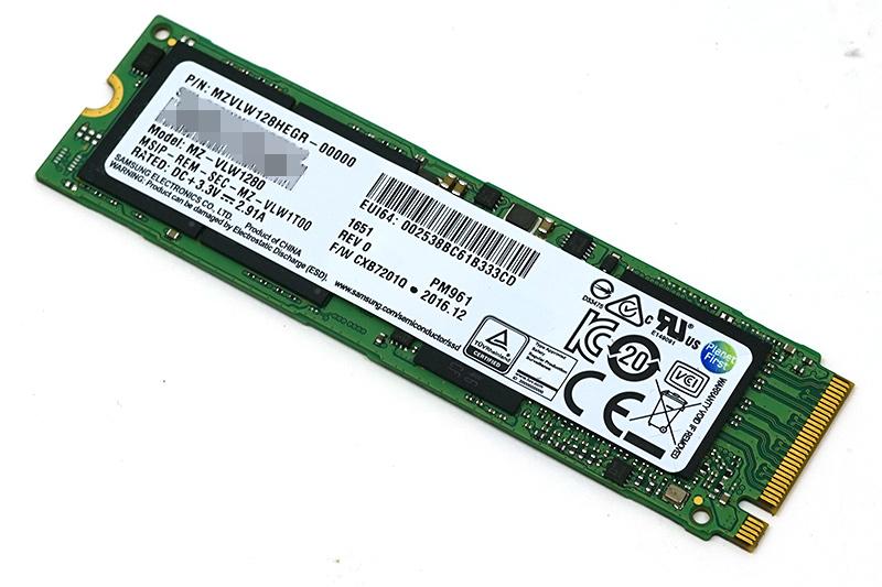 換装前の128GB SSD「Samsung MZVLW128HEGR-0000」。