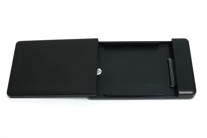●2 SSD外付けケースのふたを外す。