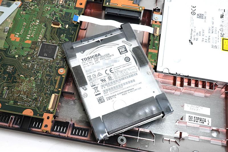 ●25 HDDにはゴム製のマウンタが装着されている。